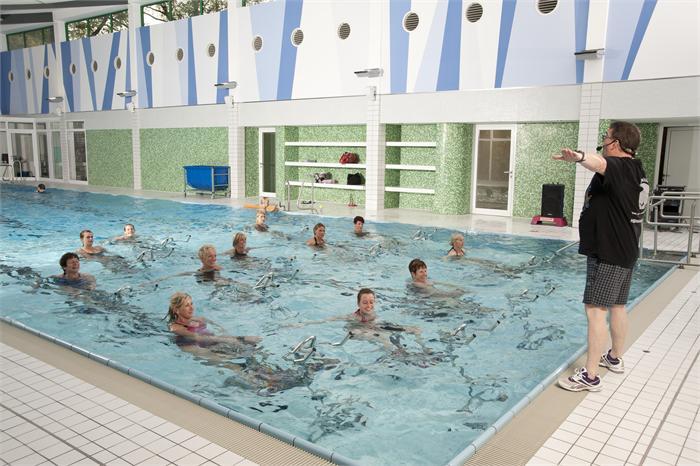Hallenbad br ggen schwimmb der wellness touristik for Stadtallendorf schwimmbad
